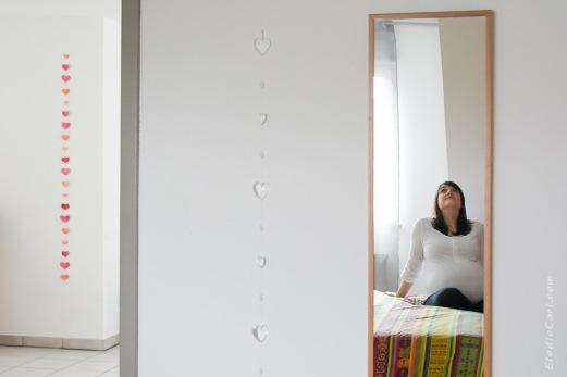 cadre miroir grossesse lit assise guirlande moderne
