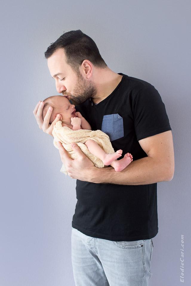 papa bébé bisou