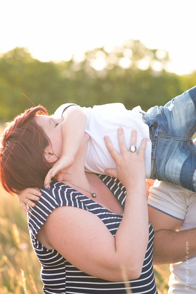 photographe famille alsace câlin maman fils