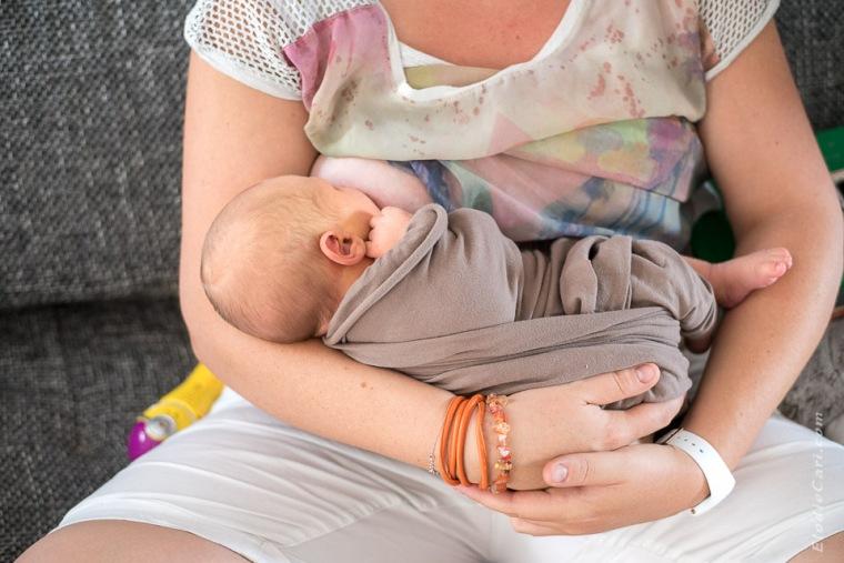 allaitement bébé bracelet orange maman