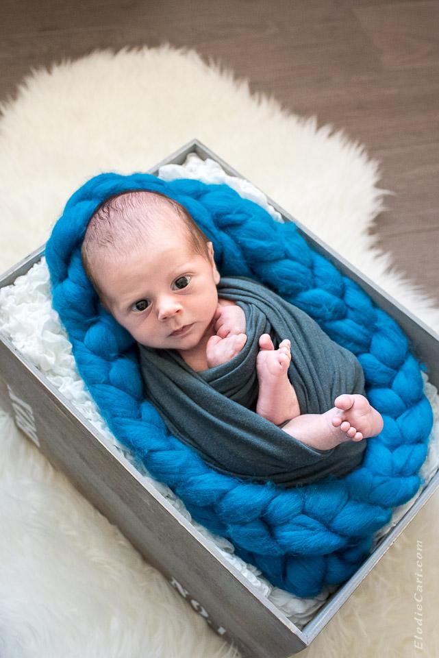 bébé yeux grands tresse fourrure caisse indus