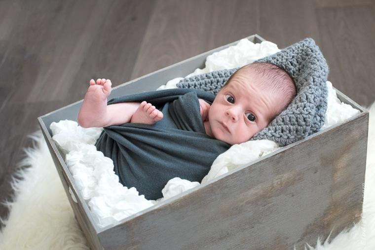 bébé éveillé pied gris blanc caisse indus