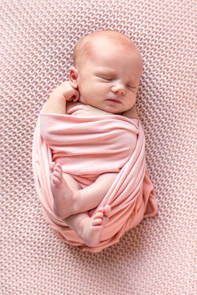 bébé fille rose dessus ensemble