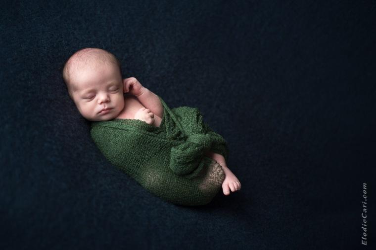 bébé couché olive vert bleu marine photographe mulhouse alsace